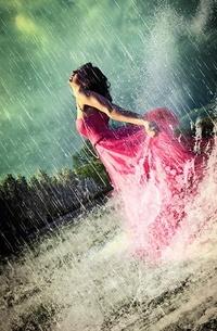 Обои Девушка и дождь