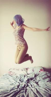 Девушка прыгает на девушке фото 506-510