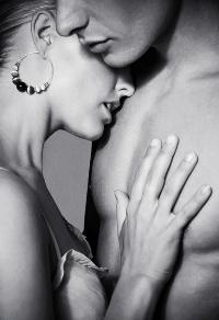 Чернобелые фото нежного поцелуя в попу фото 423-878
