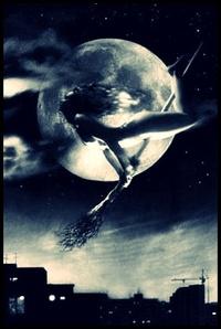 Обои Ведьма летит на метле по ночному небу