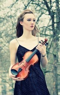 Аватар вконтакте Девушка со скрипкой на природе