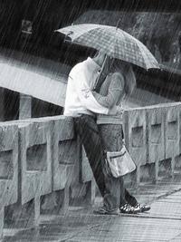 Обои Пара под зонтом