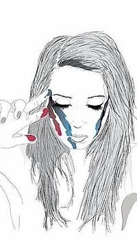 Обои Девушка красит пальцами свое лицо
