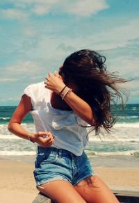 фото девушек на фоне моря