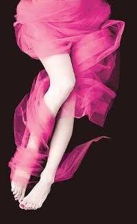 Аватар вконтакте Женские ножки в розовой шифоновой материи