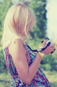 Красивые блондинки с фотоаппаратом