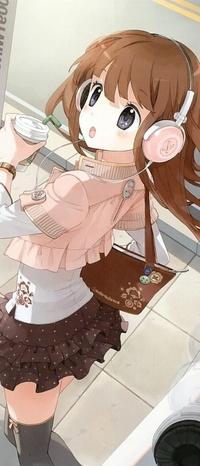Аватар вконтакте Удивлённая девушка с распущенными волосами в наушниках и со стаканчиком кофе в руке