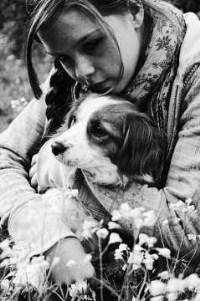 Аватар вконтакте Девочка с собакой на природе