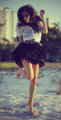 Девушка прыгает на девушке фото 506-209