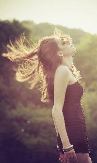 Волосы развеваются на ветру