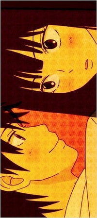 Девушка аниме целует парня
