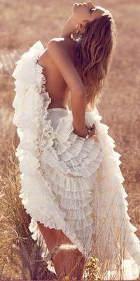 Фото Голой Девушки В Белом Коротком Платье