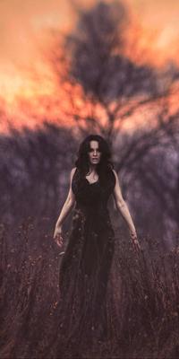 593a62bcadb8214 Аватар вконтакте Брюнетка в чёрном платье с зонтом в поле, скачать ...