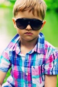 Обои Модный ребенок в очках