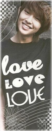 Аватар вконтакте Lee Jinki (Onew/Онью) - лидер группы SHINee в чёрной майке с надписями 'love Love LOVE'