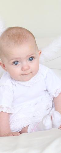 Аватар вконтакте Ребёнок в белом костюме