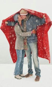 Картинки влюбленных пар целующихся зимой