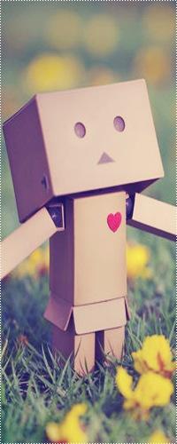 Аватар вконтакте Влюблённый картонный человечек Данбо / Danbo летом на природе