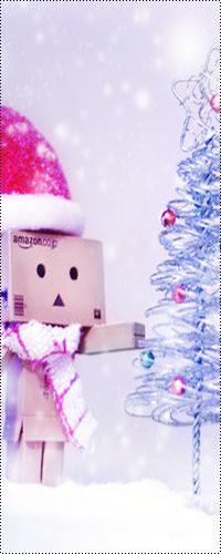 Аватар вконтакте Картонный человечек Данбо / Danbo в Новый год украшает ёлочку