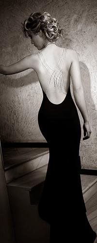 Девушка в черном платье фото на аву