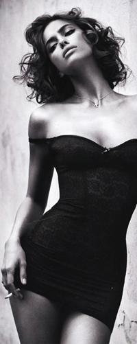 Девушка в платье черно белое фото