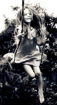 Красивые девушки фото на качелях