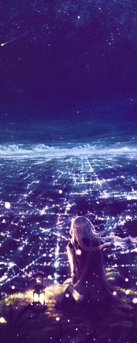 Аватар вконтакте Девушка сидит на горе рядом с фонарём и смотрит на ночной город