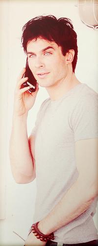 Аватар вконтакте Американский актёр Йен Сомерхолдерr / Ian Somerhalde разговаривает по телефону