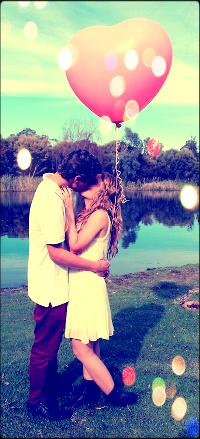 фото девушки блондинки с парнем целуются сзади