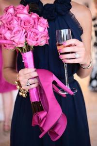 Девушка с шампанским в руках фото
