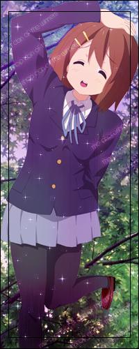 Аватар вконтакте Улыбающаяся Юи Хирасава / Yui Hirasawa из аниме Легкая музыка / Клуб Легкой Музыки / Кей-он / K-ON стоя на одной ноге положила руку на голову