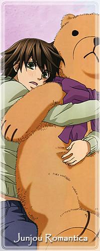 99px.ru аватар Смущенный Мисаки Такахаси / Misaki Takahashi прижимает к себе большого плюшевого медведя с фиолетовым бантом на шее, аниме Чистая романтика / Junjo Romantica