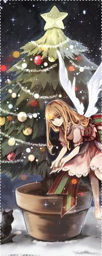 Аватар вконтакте Девушка с длинными волосами, с крыльями за спиной, в розовом платье с бантом сзади, подзывает к себе серого котенка, на фоне новогодней елки