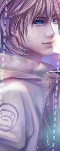 Аватар вконтакте Парень со светлыми волосами и ярко-голубыми глазами смотрит куда-то в сторону