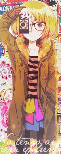 Аватар вконтакте Девушка с короткими желтыми волосами и с желтыми глазами в очках, засунув руку в карман своего пальто, фотографирует