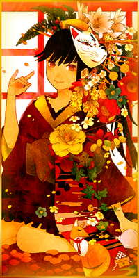 Аватар вконтакте Девушка в нарядном кимоно с цветами и маской демона-лиса на голове сидит на усыпанном лепестками полу