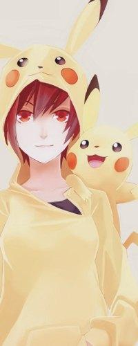 Аватар вконтакте Анимешная девушка с каштановыми волосами в костюме Пикачу / Pikachu из аниме Покемон / Pokemon с Пикачу на плече