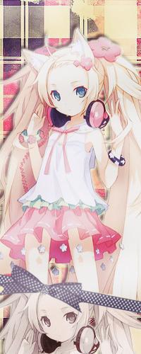 Аватар вконтакте Девушка с лисьими ушками стоит в розовых наушниках