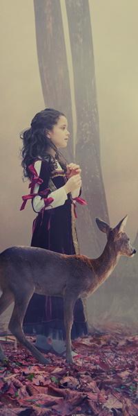 Аватар вконтакте Черноволосая девочка в сарафане прогуливается по осеннему лесу, покрытому туманной дымкой, рядом с молодым олененком, автор Garas Ionut