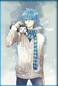 Аватар вконтакте Tetsuya-kun / Тэцуя-кун из аниме Баскетбол Куроко / Kuroko no Basuke в теплой кофте и полосатом шарфе, со своим щеночком на плече, стоит зимой на фоне неба