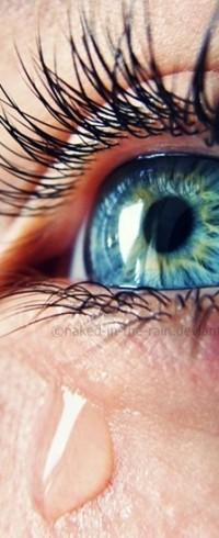 Аватар вконтакте Голубой глаз девушки и слеза