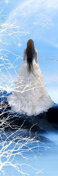 Аватар вконтакте Стройная, черноволосая девушка в пышном длинном белом платье, стоящая на каменной гряде морского побережья и смотрящая в голубую синеву неба