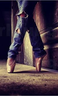 Аватар вконтакте Ножки балерины в рваных джинсах