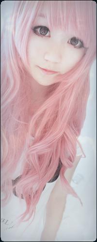 Японка с розовыми волосами