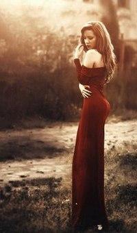 e1aabda83c9 Аватар вконтакте Девушка в длинном платье стоит на фоне природы ...