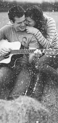 Аватар вконтакте Мужчина играет на гитаре для своей девушки