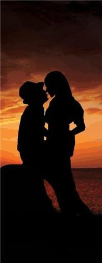 Аватар вконтакте Влюбленные стоят у берега моря
