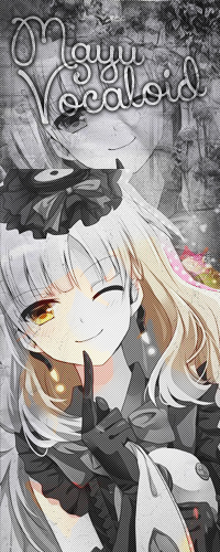 Аватар вконтакте Вокалоид маю / Vocaloid Mayu смотрит вперед зажмурив глаз и улыбаясь, держит в руках игрушку