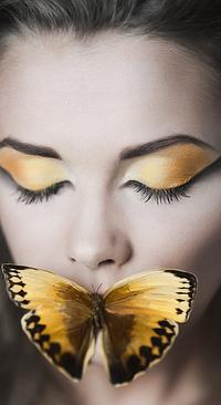 Аватар вконтакте Девушка с закрытыми глазами и бабочкой на губах, фотограф Спивак Владислав