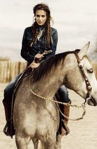 Аватар вконтакте Девушка верхом на коне
